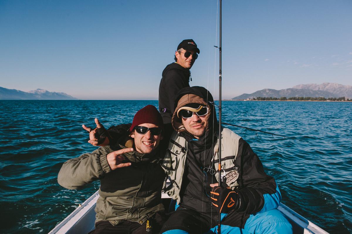 marko-et-luka-sont-dans-un-bateau-sakura-croatia